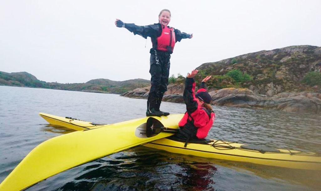Balansetrening på padleklubben i Knarrlagsundet